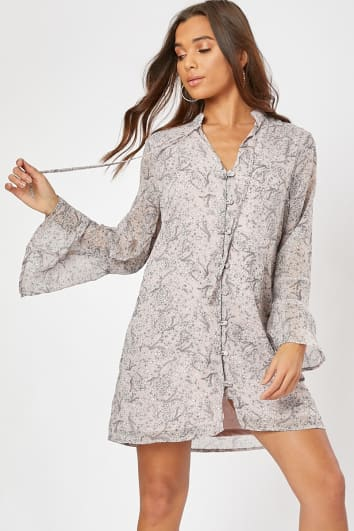 GENEVIEVE BLUSH FLORAL FLARE SLEEVE BUTTON THROUGH MINI DRESS