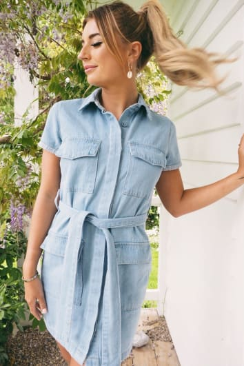 DANI DYER BLUE LIGHT WASH BELTED UTILITY DENIM DRESS