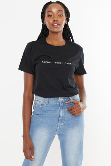 BLACK CURRENT MOOD: OVIE SLOGAN TEE