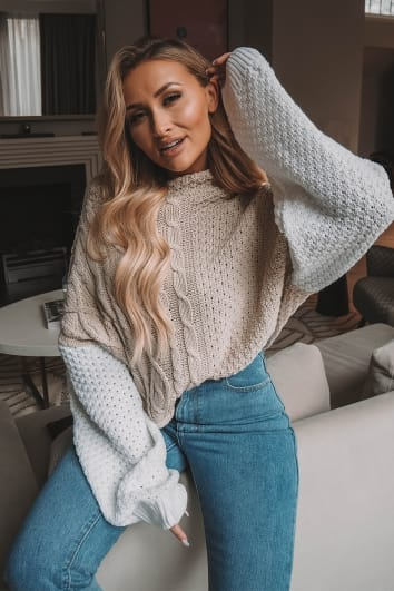 Erandy STONE AND WHITE CABLE KNIT JUMPER
