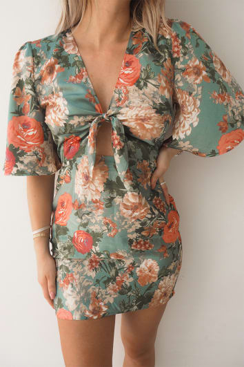 FASHION INFLUX GREEN FLORAL TIE FRONT CUT OUT BACK MINI DRESS