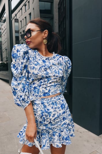 LORNA LUXE 'PRACTICALLY PERFECT' PORCELAIN BLUE PUFF SLEEVE FITTED CO-ORD TOP