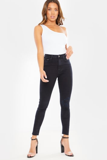 BLACK SKINNY UNDER KNEE FRAYED DETAIL JEANS