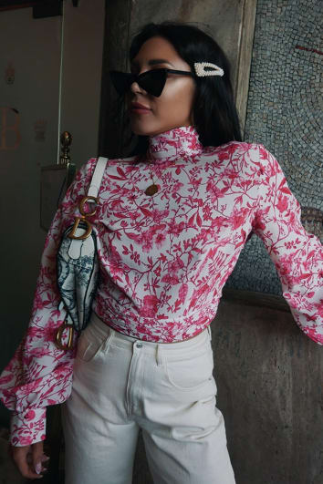 LORNA LUXE 'PRACTICALLY PERFECT' PORCELAIN PEEKABOO BACK ROSE TOP
