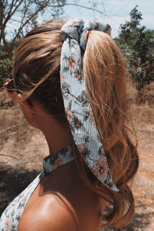 DANI DYER BLUE FLORAL SCRUNCHIE HAIR TIE