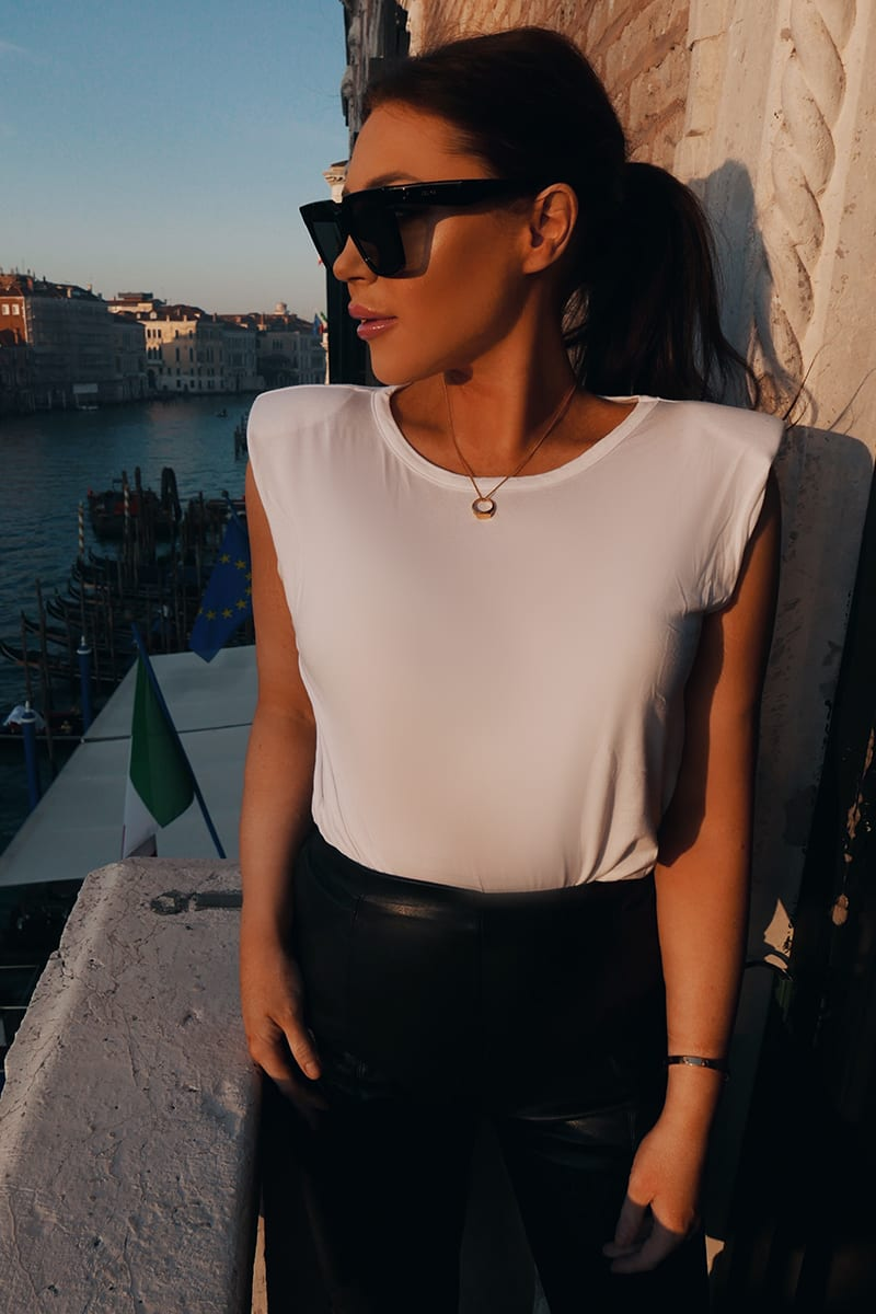 LORNA LUXE WHITE 'FRANCES' STRUCTURED SHOULDER T SHIRT