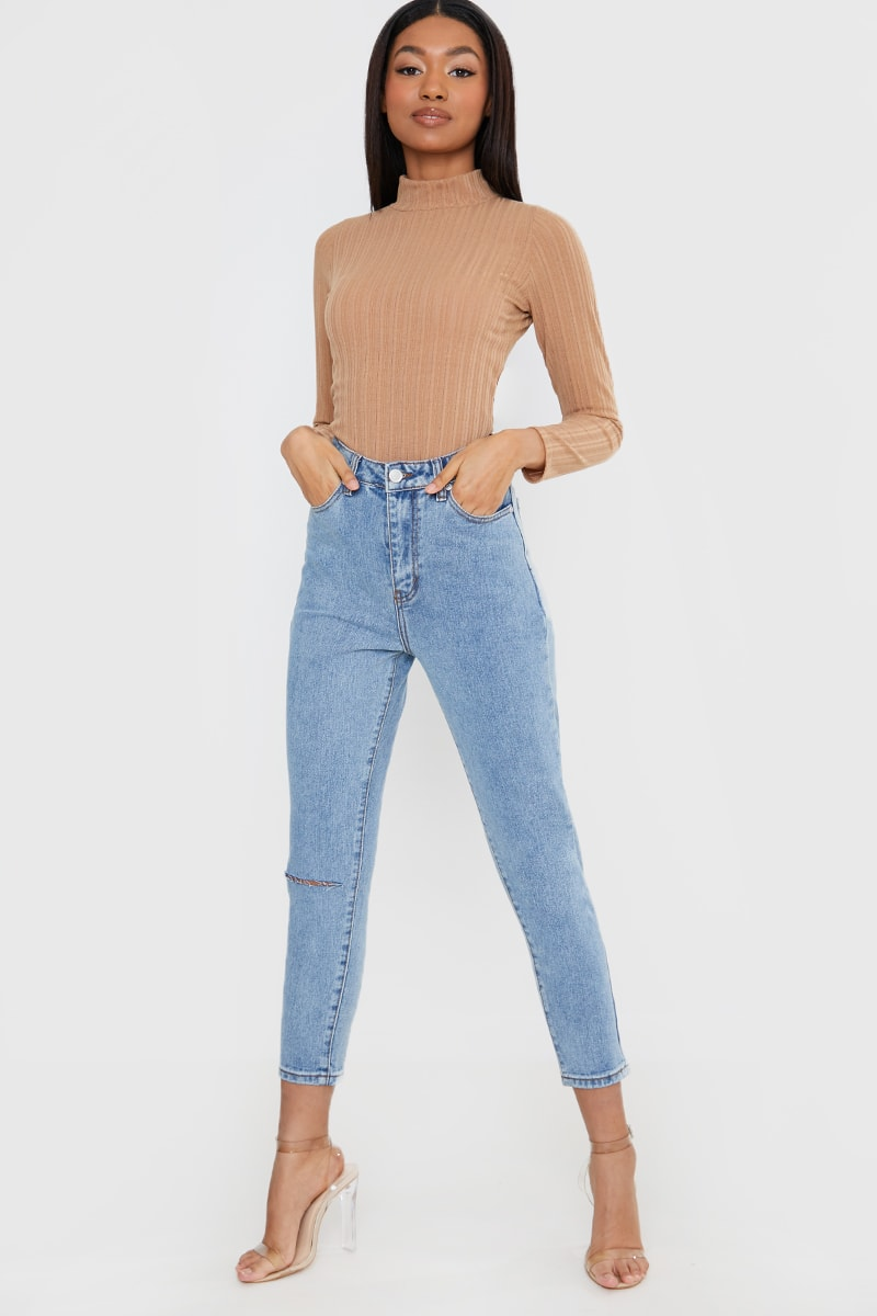 THE LEO BLUE WASH ONE KNEE RIP MOM JEANS