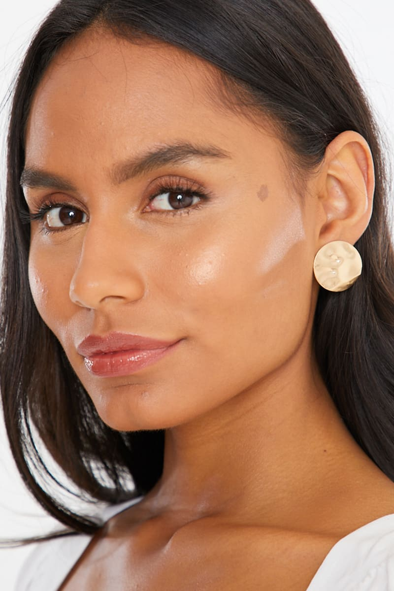 HAMMERED GOLD CIRCLE STUDD EARRINGS