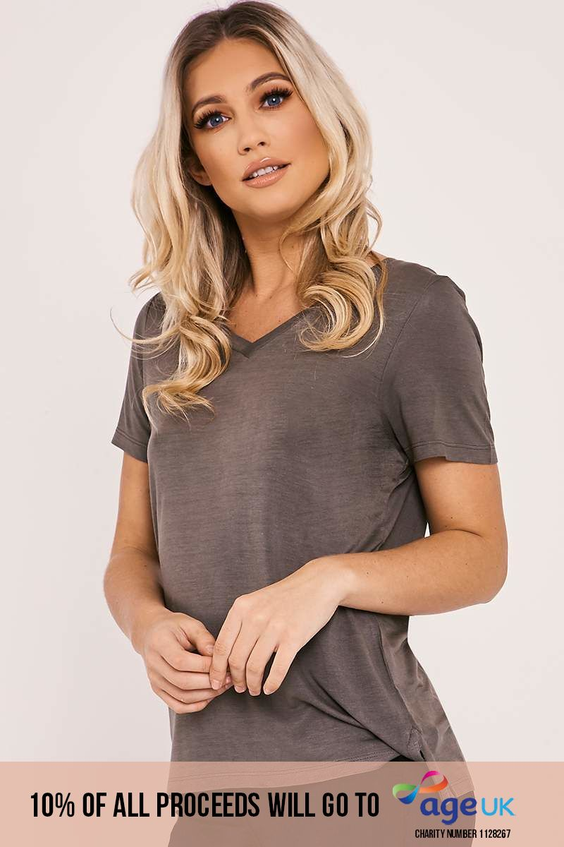 BASIC LONGLINE V NECK KHAKI T SHIRT