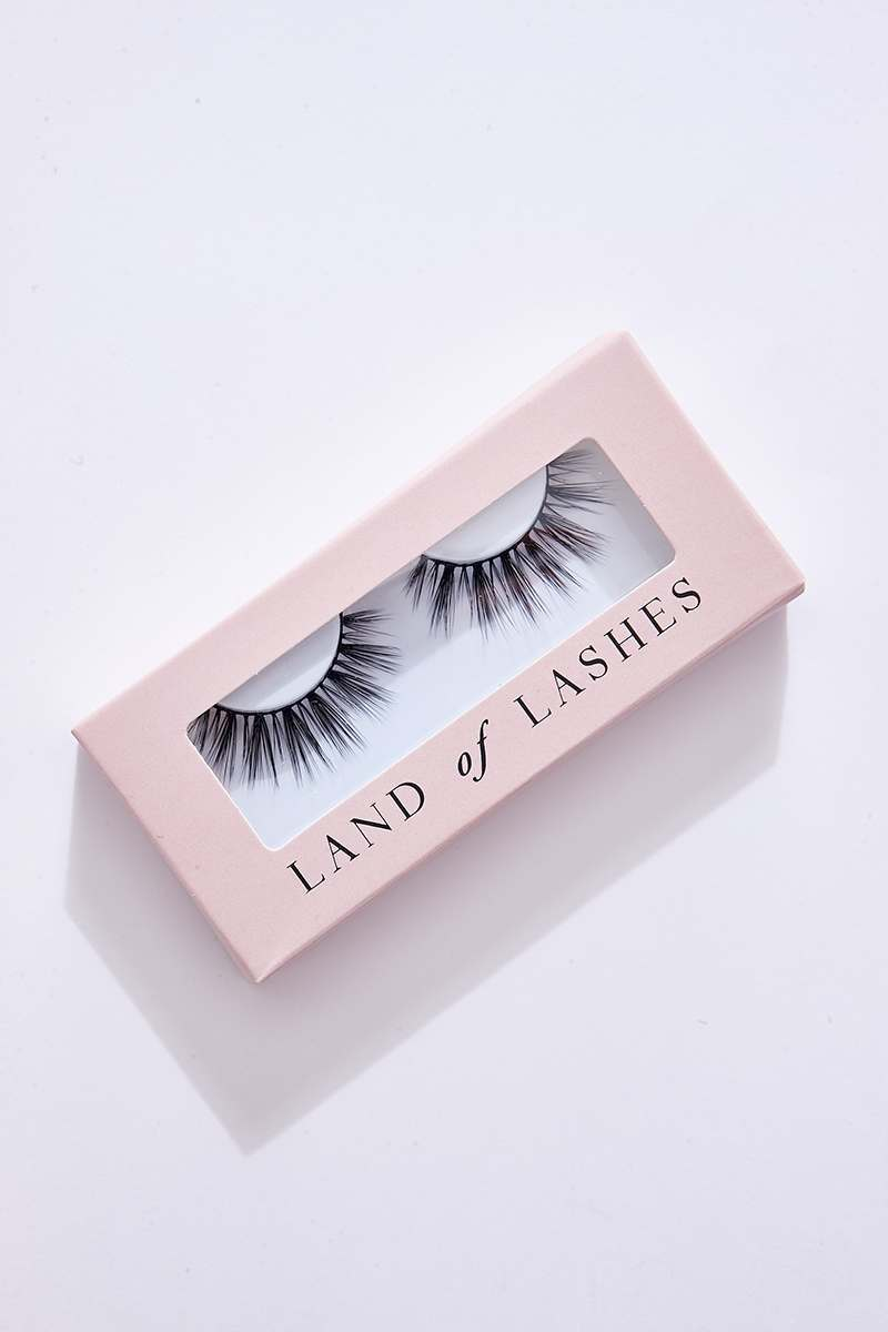 LAND OF LASHES DUBAI EYELASHES