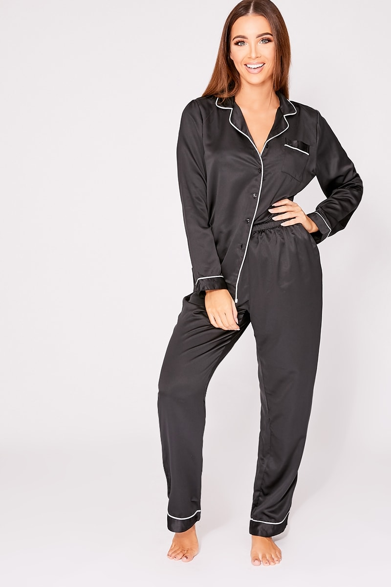 black piping detail pyjama set