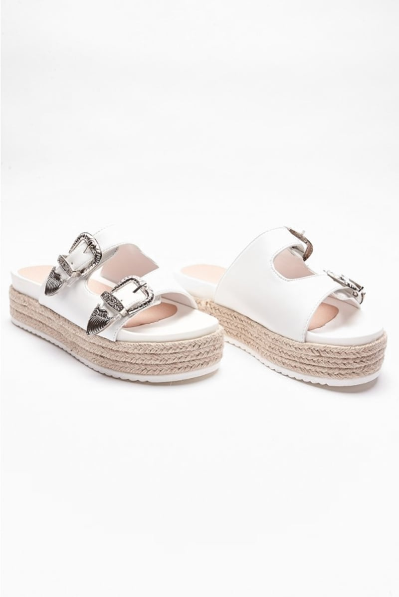 ILONIA WHITE BUCKLE DETAIL FLATFORM SLIDERS