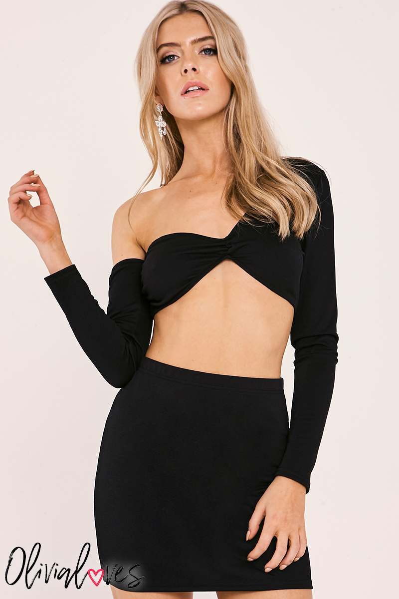 loves black crop top