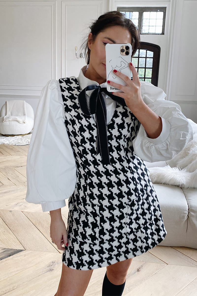 LORNA LUXE 'BLAIR' HOUNDSTOOTH V NECK PINAFORE DRESS
