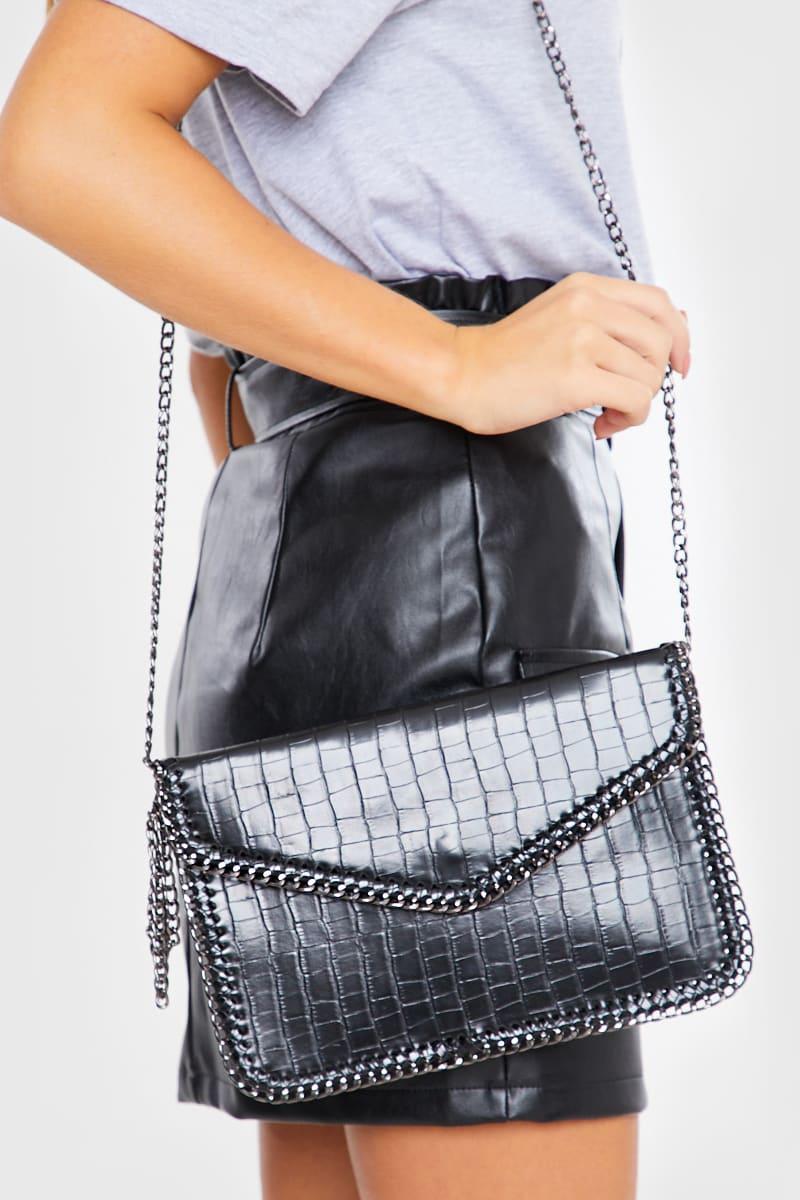BLACK CHAIN EDGE CLUTCH BAG