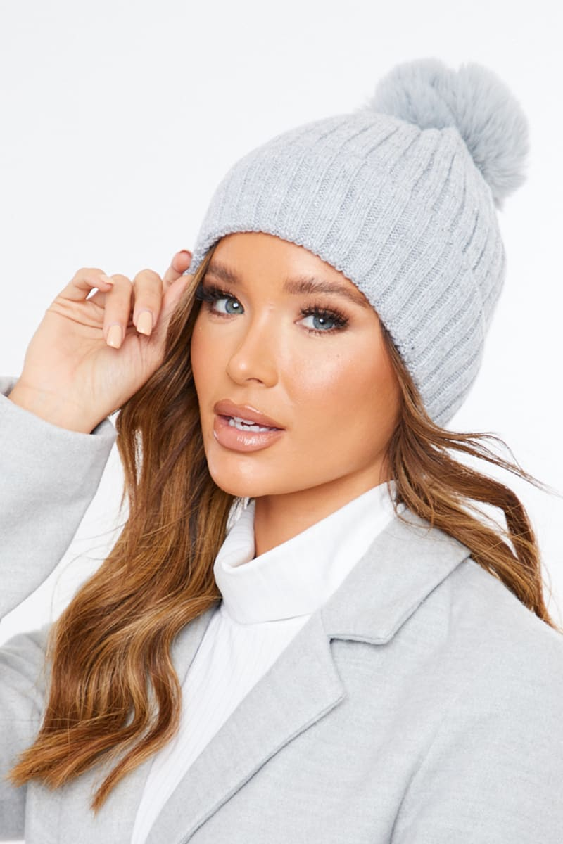 GREY RIBBED KNITTED BOBBLE HAT