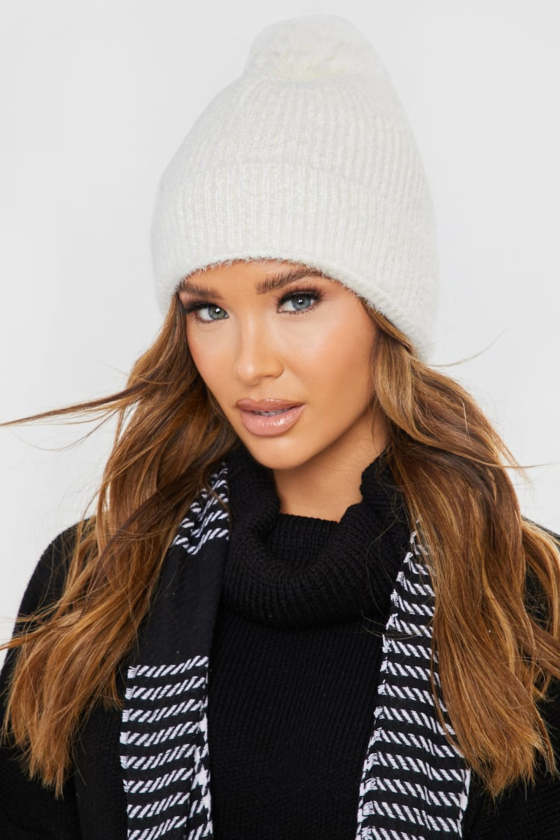 WHITE KNITTED BOBBLE HAT