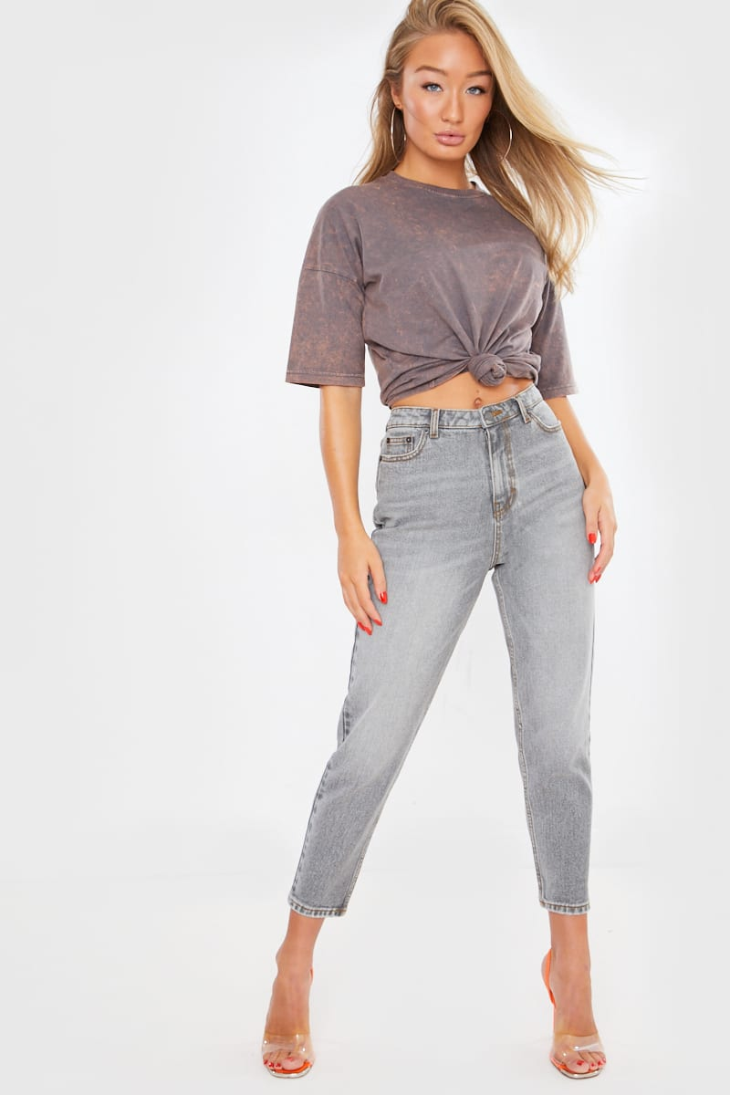 THE LEO GREY HIGH WAIST MOM JEANS