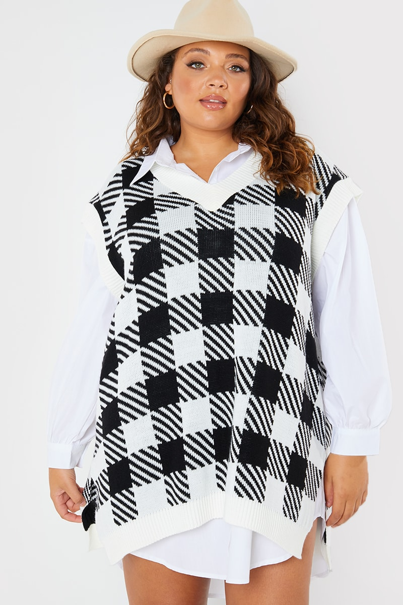 CURVE PERRIE SIAN BLACK AND WHITE CHECK OVERSIZED KNITTED VEST