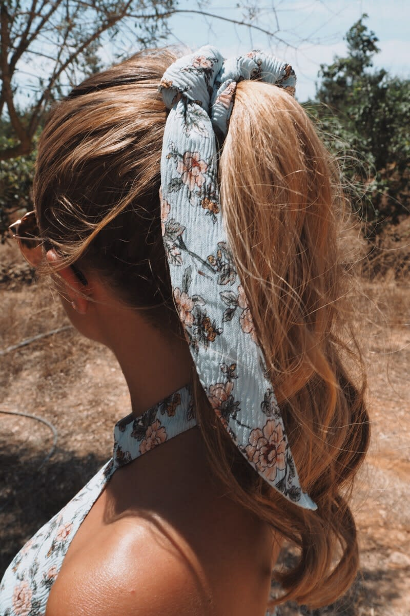 BLUE FLORAL SCRUNCHIE HAIR TIE