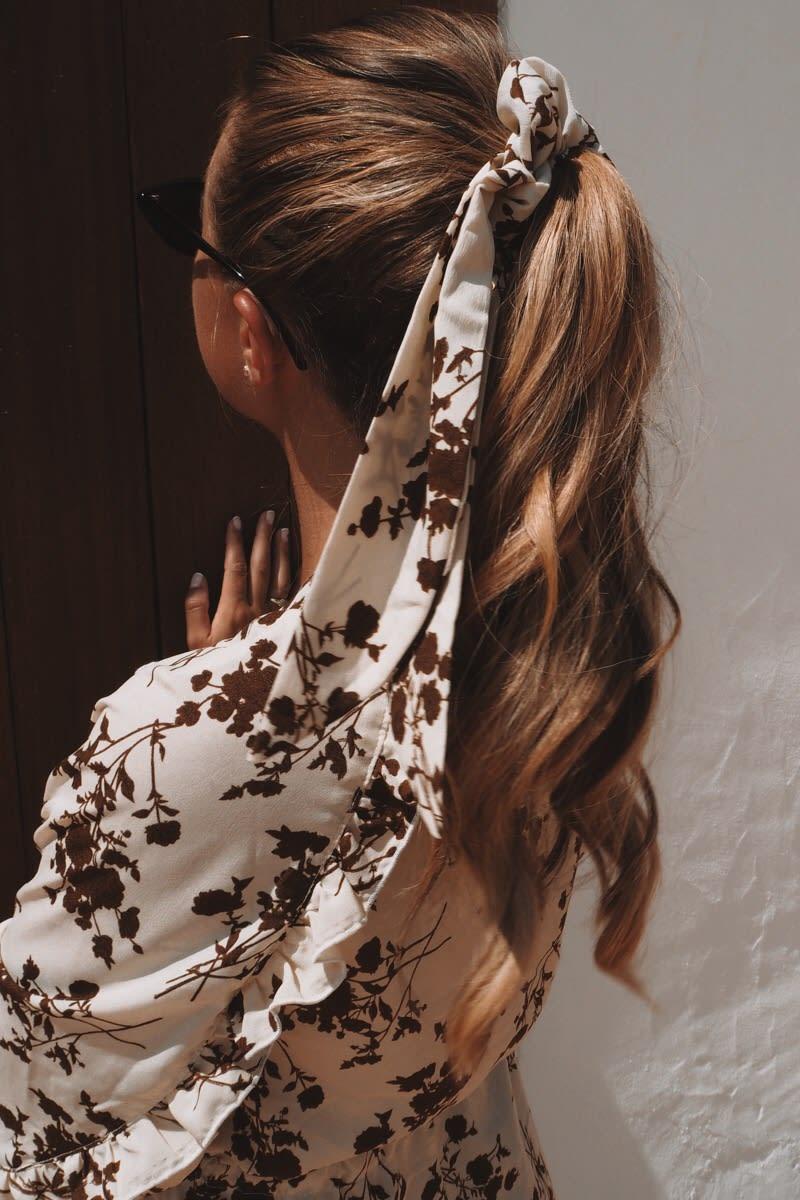 CREAM FLORAL SCRUNCHIE HAIR TIE