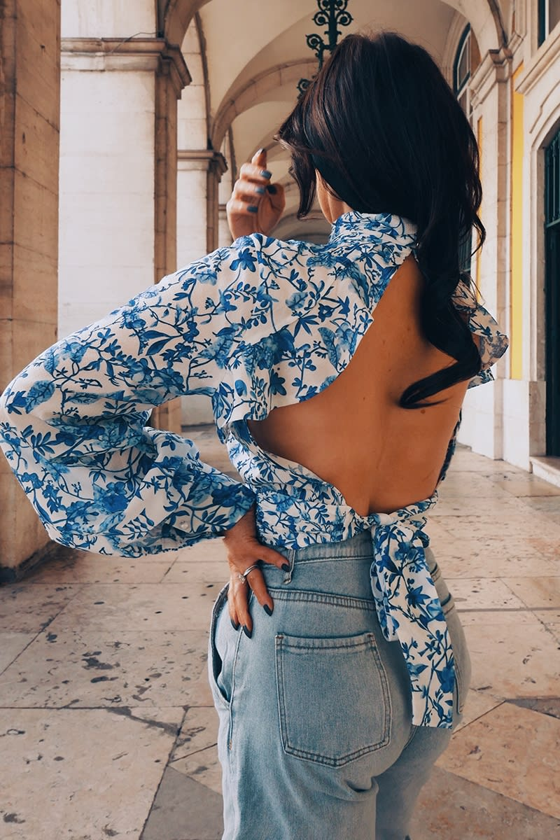 LORNA LUXE 'PRACTICALLY PERFECT' PORCELAIN PEEKABOO BACK BLUE TOP