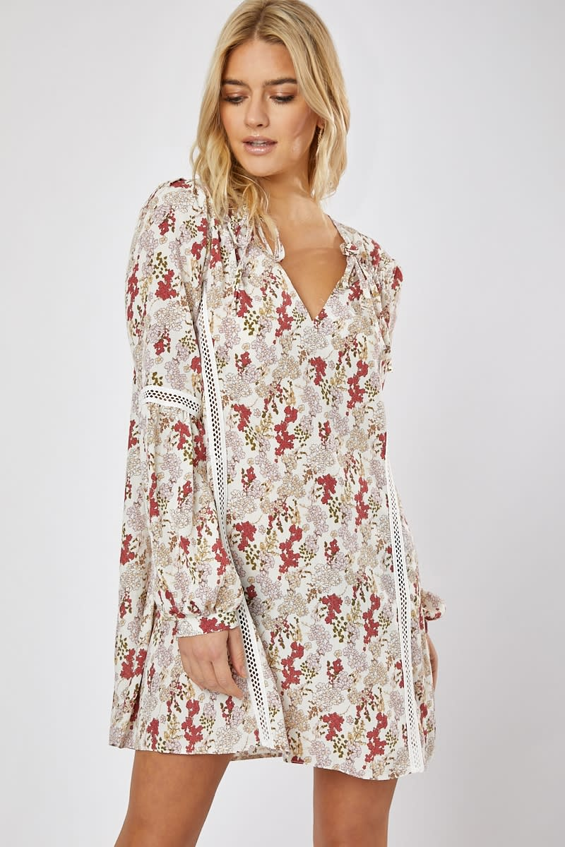 EMILY ATACK WHITE FLORAL TRIM DETAIL BALLOON SLEEVE SWING DRESS