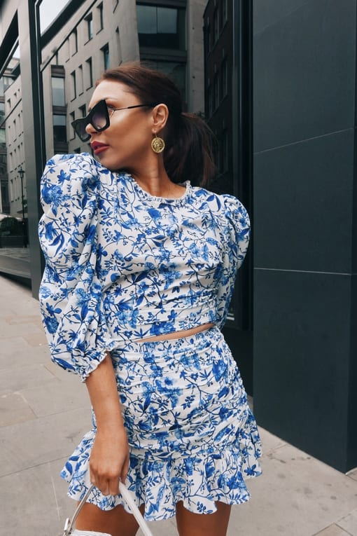 LORNA LUXE 'PRACTICALLY PERFECT' PORCELAIN BLUE PUFF SLEEVE FITTED TOP
