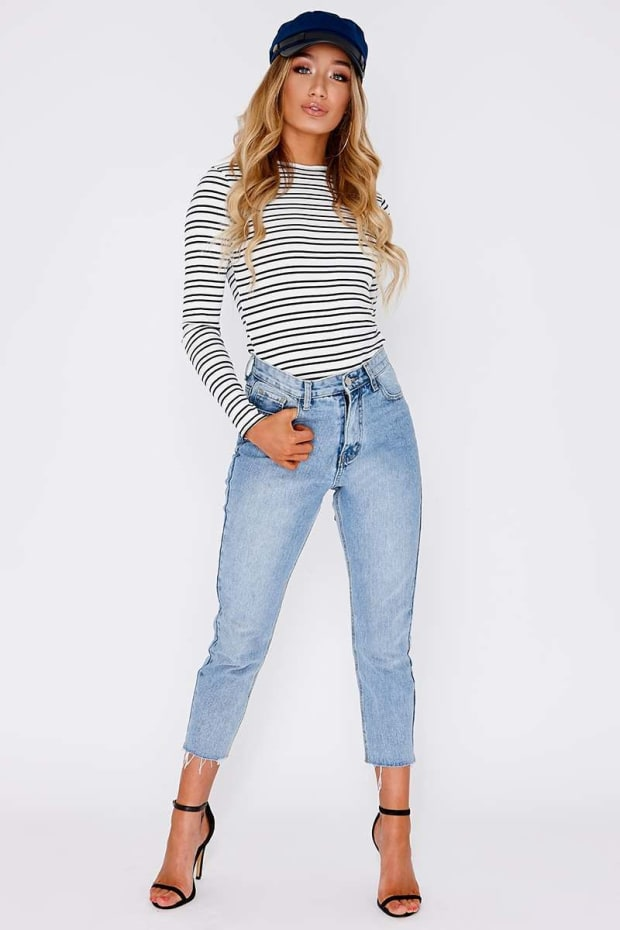 JACENIA LIGHT WASH RAW HEM MOM JEANS