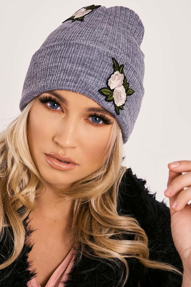 GREY FLORAL APPLIQUE RIBBED BEANIE HAT