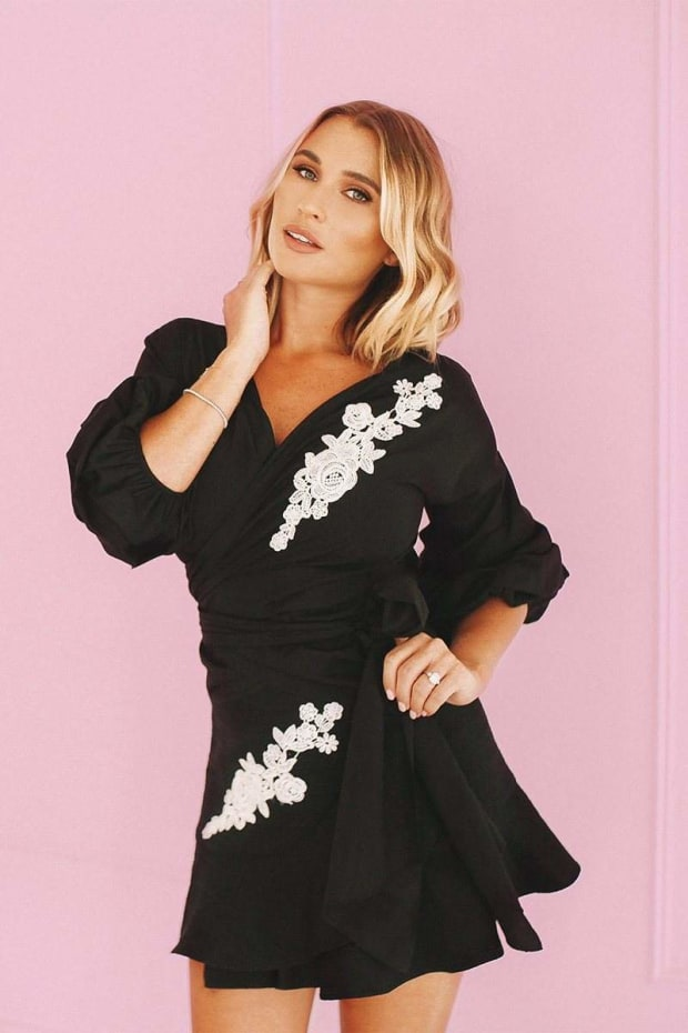 BILLIE FAIERS BLACK FLORAL APPLIQUE PUFF SLEEVE TOP