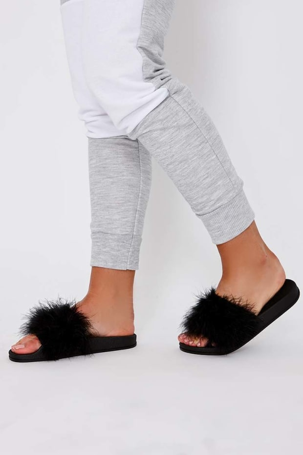 KARRIANA BLACK EXTREME FLUFFY SLIDERS
