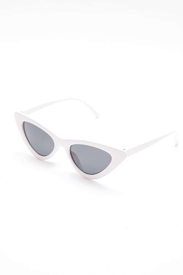 e6b00fd2b65371 White Retro Cat Eye Sunglasses