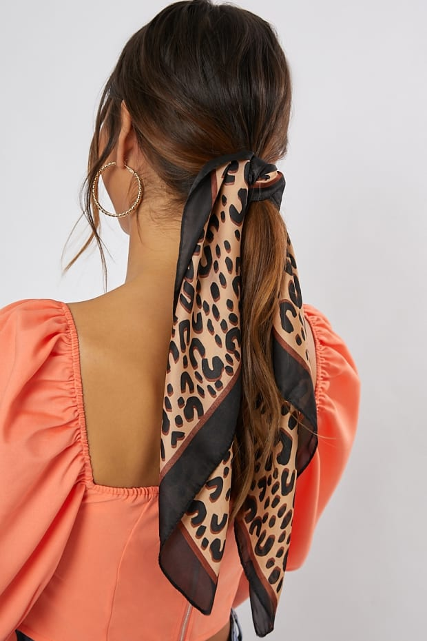 PRINTED LEOPARD BLACK AND BROWN BORDER SCARF